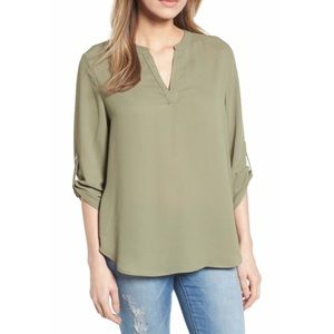 Everleigh Roll-Tab Sleeve Tunic in olive 💚